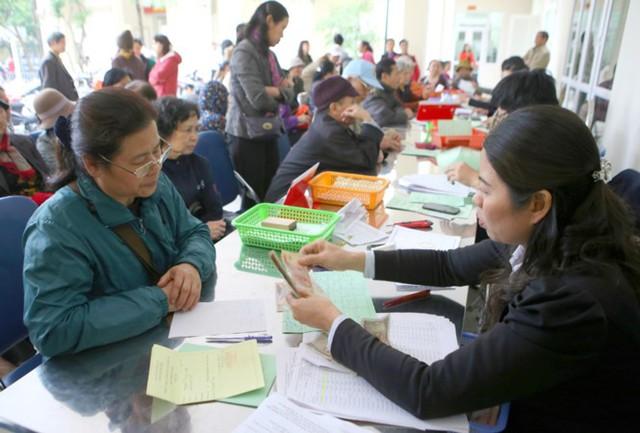 Thứ trưởng LĐ-TB&XH Đào Hồng Lan cho rằng, việc nhận lương hưu sẽ có lợi hơn hưởng BHXH một lần. Ảnh: Như Ý.