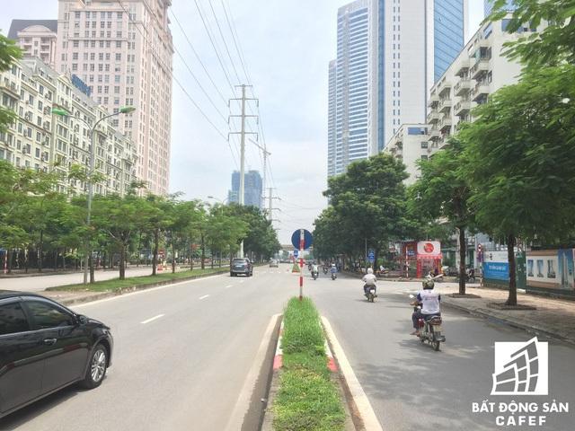 Đường Mễ Trì khá thoáng và rộng đoạn đi qua dự án.