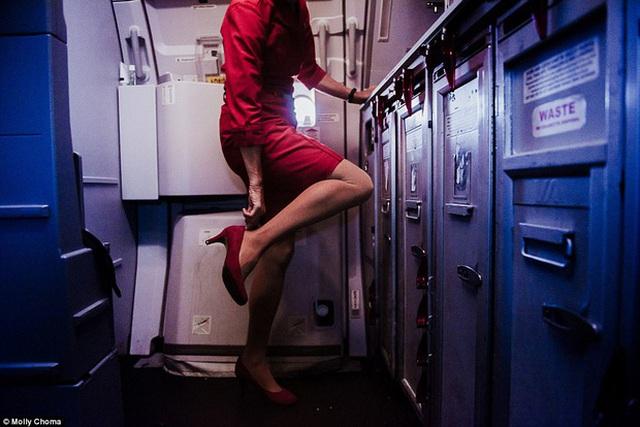 Những hình ảnh cho thấy phía sau sự sang chảnh là nỗi khổ cực của các tiếp viên hàng không.
