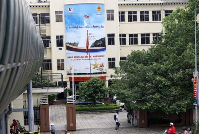 ... nhưng Bộ Tài nguyên và Môi trường vẫn tiếp tục sử dụng trụ sở cũ trên các con phố Nguyễn Chí Thanh. Ảnh: Như Ý.