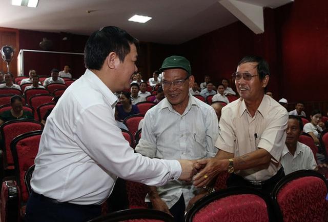 Phó Thủ tướng Vương Đình Huệ tiếp xúc cử tri Hà Tĩnh - Ảnh: Thành Chung