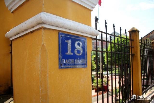Nằm tại số 18 đường Bạch Đằng (thị xã Thủ Dầu Một, Bình Dương), ngôi nhà ông Trần Văn Hổ (tự Đẩu) - nguyên là Đốc Phủ sứ thời thuộc Pháp là công trình được xây dựng năm Canh Dần (1890). Tới năm 1993 ngôi nhà này được công nhận là Di tích quốc gia.