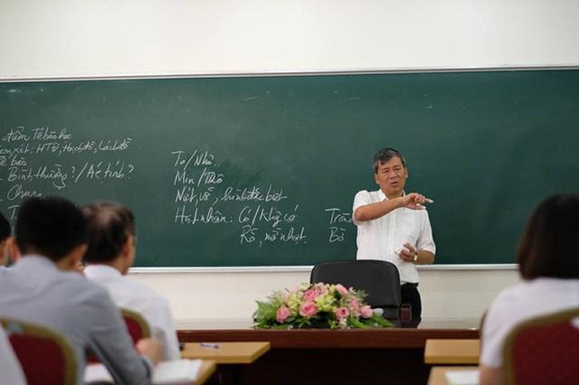 Hình ảnh Giáo sư Trí trong buổi giảng dạy cuối cùng. Ảnh: Facebook
