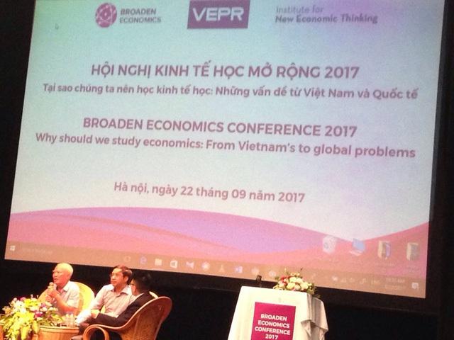 Nguyên Phó thủ tướng Vũ Khoan chia sẻ tại Hội nghị kinh tế học mở rộng 2017.