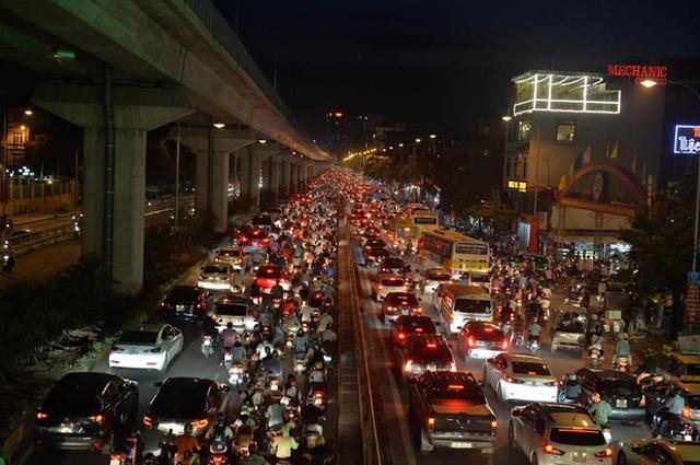 Khu vực đường Nguyễn Trãi (Hà Đông) ùn tắc kéo dài từ 5h chiều. Ảnh: Phương Thảo