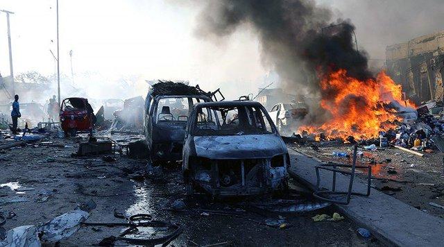 Hiện trường vụ nổ tại đường KM4, quận Hodan, thủ đô Mogadishu hôm 14/10. (Ảnh: Reuters)