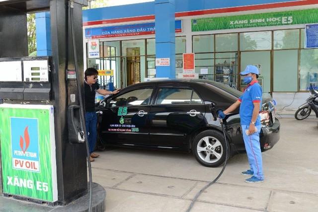 Trường hợp thay thế 100% xăng A92 bằng xăng sinh học E5, người tiêu dùng sẽ có xu hướng quay sang sử dụng xăng A95.