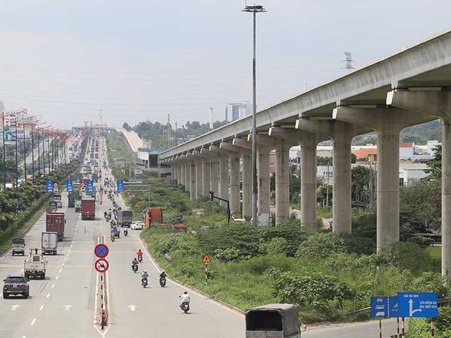 """Tuyến metro số 1 Bến Thành-Suối Tiên cần được giải quyết dứt điểm những điểm nghẽn để """"về đích"""" đúng thời hạn. Ảnh: HOÀNG GIANG"""