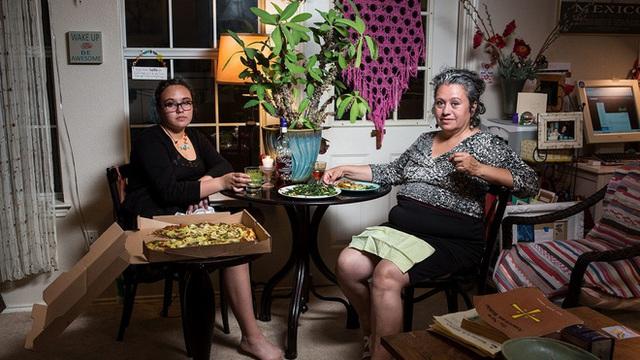 Nghi thức hiện đại của người Mỹ trong những bữa ăn tối bên gia đình thông qua series phim Weeknight Obeschers.