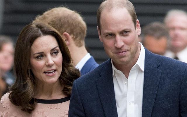 Công nương Kate bất ngờ xuất hiện cùng chồng và em trai chồng trong một sự kiện cộng đồng.