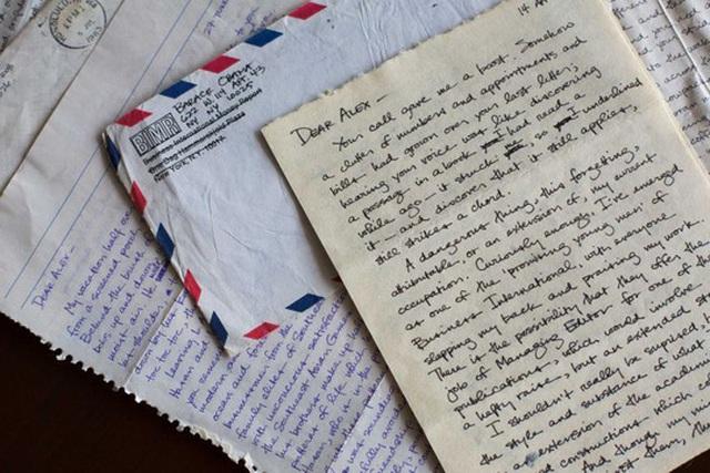 Những bức thư mà ông Obama từng viết cho bà Alexandra McNear. Ảnh: AP