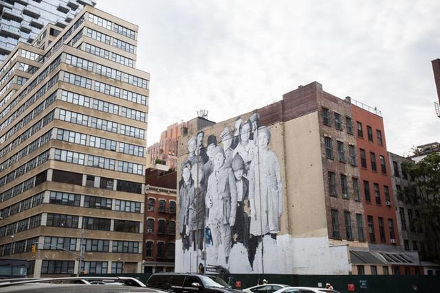 Tribeca là chữ viết tắt của Triangle Below Canal Street. Ban đầu, tên gọi này được đặt cho một khu nhà duy nhất trên đường Lispenard, nằm ở giữa Church Street và Broadway. Ngày nay, khu phố đã bao gồm cả các con đường phía Nam của khu Canal xuống phố Vesey, từ đường cao tốc West Side cho đến phố Broadway.