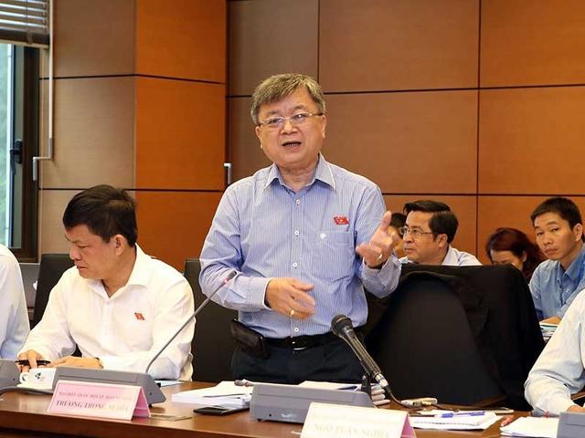 ĐB Trương Trọng Nghĩa (TP.HCM) nhận định xuất khẩu vẫn dựa vào những doanh nghiệp lớn, đặc biệt là doanh nghiệp FDI. Ảnh: TTXVN