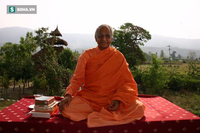 Ông Veda Bharati đã đưa thiền định dung hòa với cuộc sống của mình.