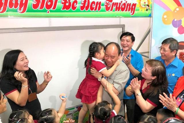 Thủ tướng Nguyễn Xuân Phúc thăm đời sống công nhân tỉnh Đồng Nai chiều nay (Ảnh Lao động).