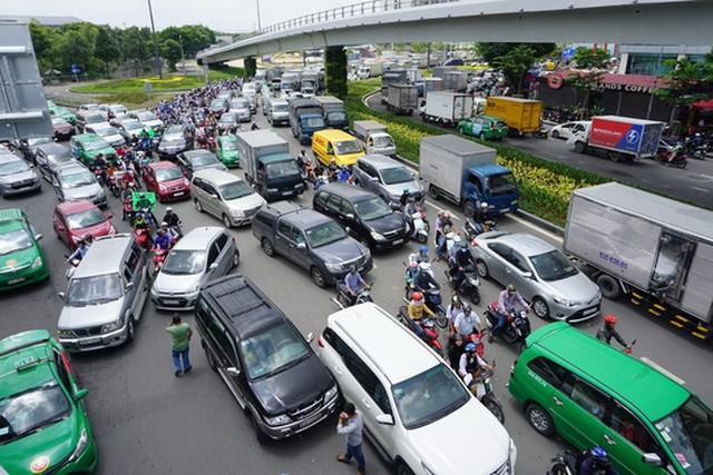 Số lượng ô tô dưới 9 chỗ tham gia kinh doanh vận tải hành khách theo hợp đồng tại TP HCM tăng rất nhanh