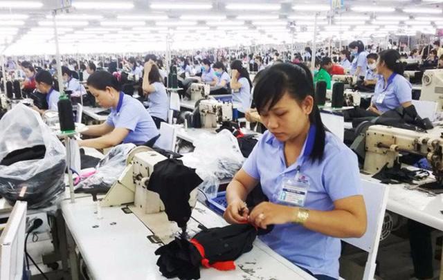 Đột ngột thay đổi cách tính lương hưu cho lao động nữ ngay năm 2018 là một cái tát vào chính sách lao động nữ.