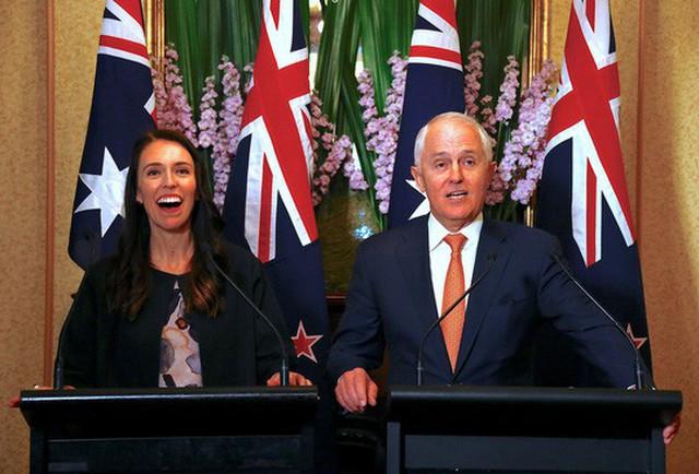 Thủ tướng Úc Malcolm Turnbull và nữ Thủ tướng New Zealand Jacinda Ardern tại một hội nghị truyền thông ở Sydney, Úc hôm 5-11 Ảnh: REUTERS