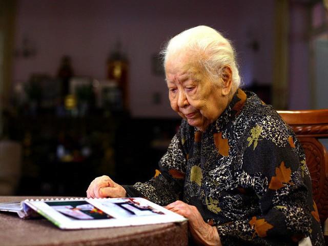 Cụ Hoàng Thị Minh Hồ, người hiến 5.000 lượng vàng cho nhà nước vừa qua đời đêm 5/11, hưởng thọ 104 tuổi.