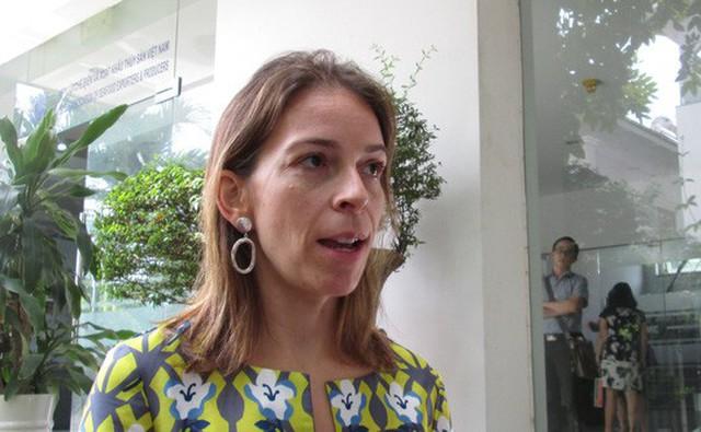 Bà Miriam Garcia Ferrer trao đổi với báo chí trưa ngày 9-11 tại TP HCM
