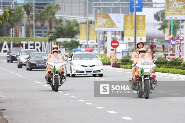 Ngay sau khi rời sân bay, đoàn xe của tổng thống Putin đi vào thành phố Đà Nẵng, bắt đầu tham dự các sự kiện của Tuần lễ Cấp cao APEC