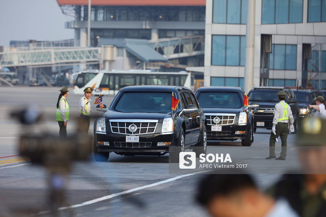Siêu xe Cadillac One The Beast của tổng thống Donald Trump trong sân bay Nội Bài