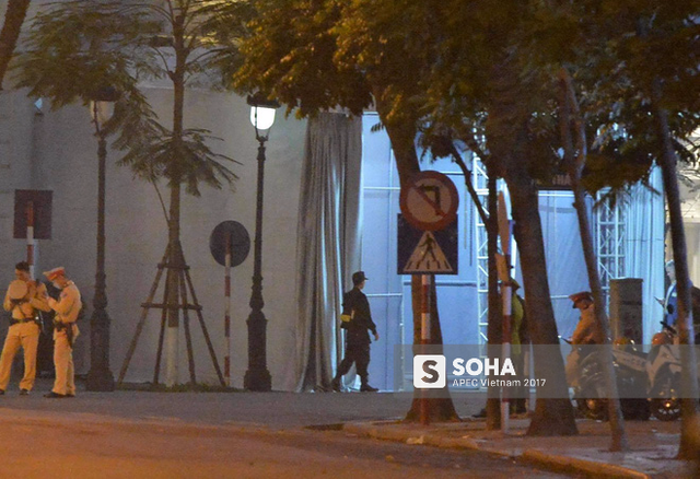 An ninh siết chặt ở khách sạn nơi tổng thống Trump nghỉ lại