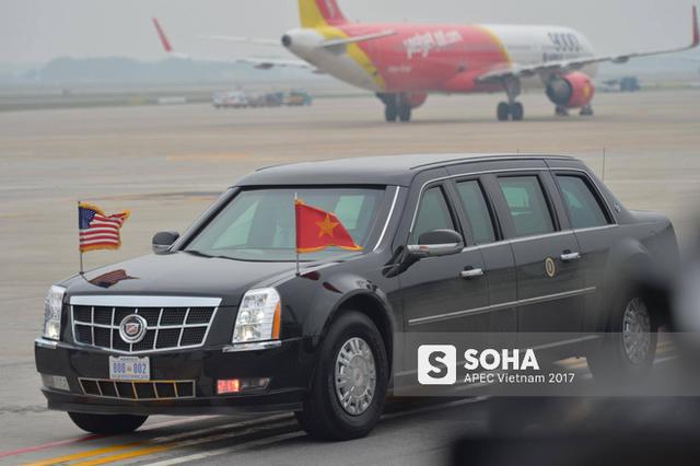 [CẬP NHẬT] Tổng thống Donald Trump vẫy chào từ chuyên cơ Air Force One, lên đường rời Việt Nam - Ảnh 1.