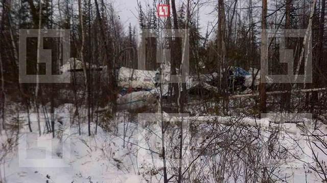 Máy bay lao xuống một khu rừng thay vì đường băng sân bay nằm cách đó 2km. Ảnh: Life.ru