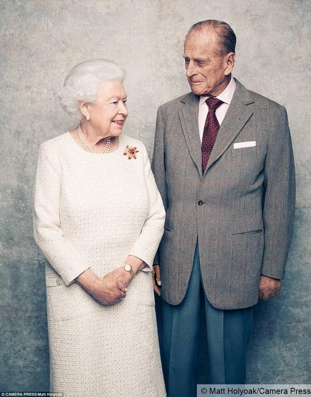 Bức hình chụp nhân dịp kỷ niệm 70 năm đám cưới của Nữ hoàng Elizabeth và Hoàng thân Philip.
