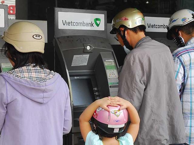 Chủ thẻ tín dụng tới đây có thể sẽ chỉ được rút 5 triệu đồng mỗi ngày. Ảnh: HTD