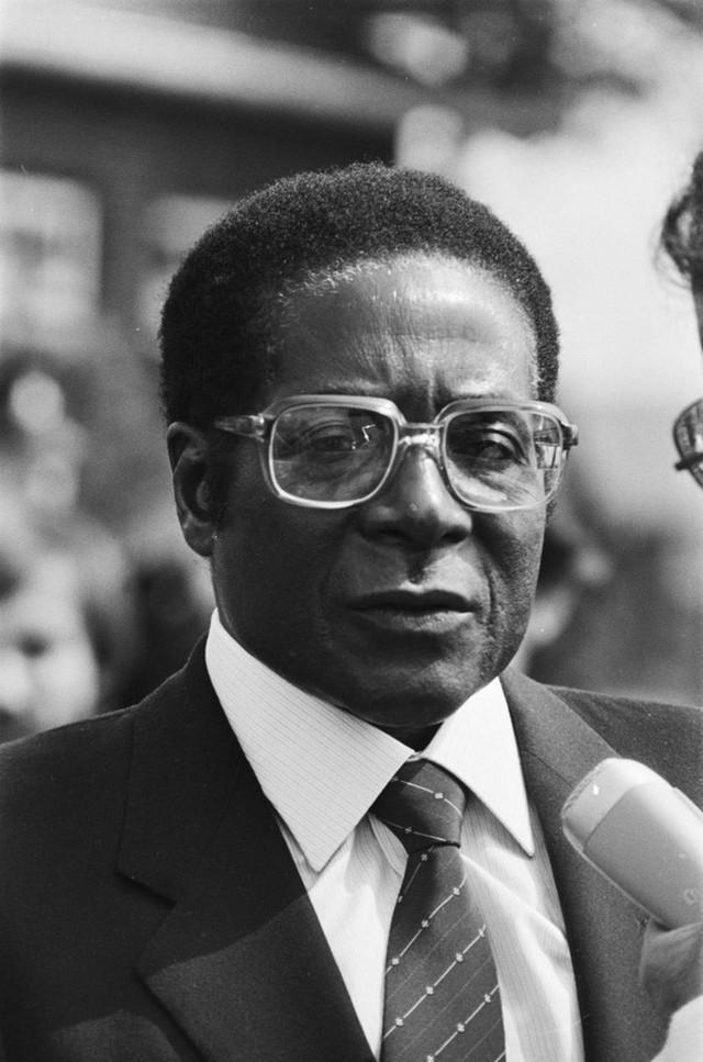 Ông Robert Mugabe trong những năm đầu ở vị trí Tổng thống (1982). Ảnh: Hans van Dijk / Anefo