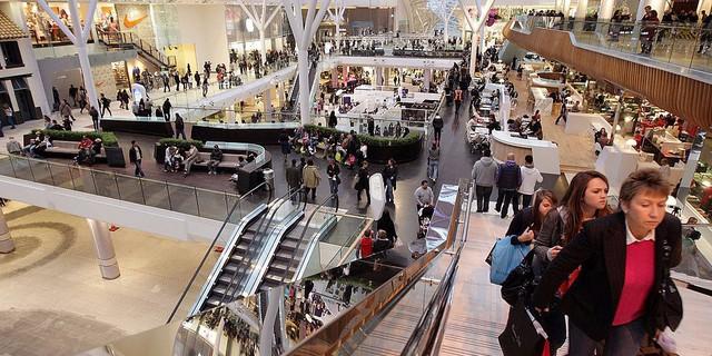 Các cửa hàng lớn sẽ quyết định giờ mở của của trung tâm thương mại