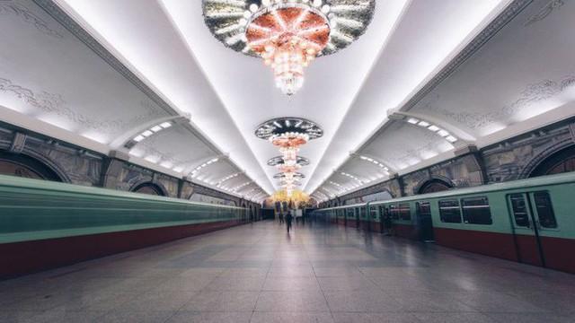 Khung cảnh nhà ga tàu điện ngầm ở Triều Tiên. Ảnh: CNN/Elaine Li