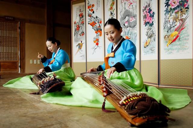 Ở chiều ngược lại  trong 11 tháng khách Hàn Quốc đến Việt Nam nhiều thứ hai sau khách Trung Quốc