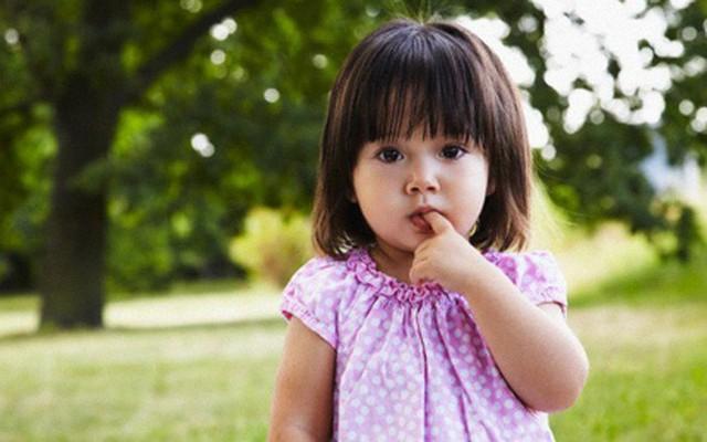 Tự ti là một dạng khiếm khuyết về tính cách và sẽ gây nên những ảnh hưởng tiêu cực đến tinh thần của trẻ (Ảnh minh họa).