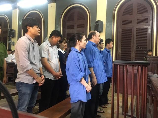 Các bị cáo tại tòa.