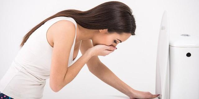 Nôn một cách đột ngột cũng có thể là một dấu hiệu cảnh báo viêm ruột thừa