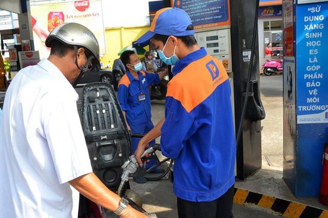 Nếu triển khai đồng loạt, lượng xăng E5 tiêu thụ ở TP HCM có thể lên hơn 86.000 m3 mỗi thángẢnh: Tấn Thạnh