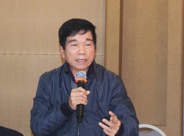Ông Nguyễn Quốc Hiệp đại diện các nhà thầu xây dựng nói Bộ Xây dựng cần phải xem xét nhiều vấn đề để luật phù hợp thực tiễn. Ảnh: CHÂN LUẬN
