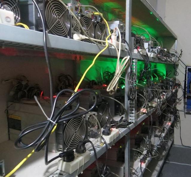 Cận cảnh dàn máy trâu cày Bitcoin