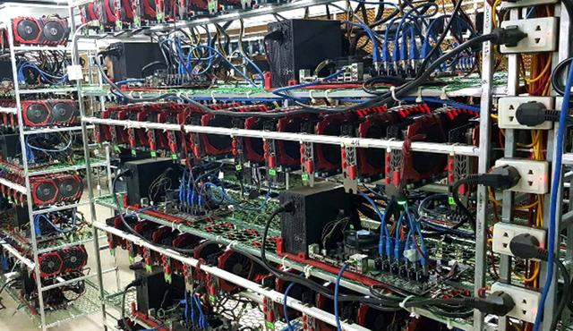 Những cỗ máy đào Bitcoin được nhập về Việt Nam.