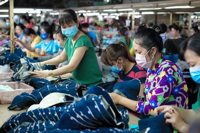 Lao động nữ sẽ chịu nhiều thiệt thòi nếu quy định về tỉ lệ lương hưu không được sửa đổi Ảnh: HOÀNG TRIỀU