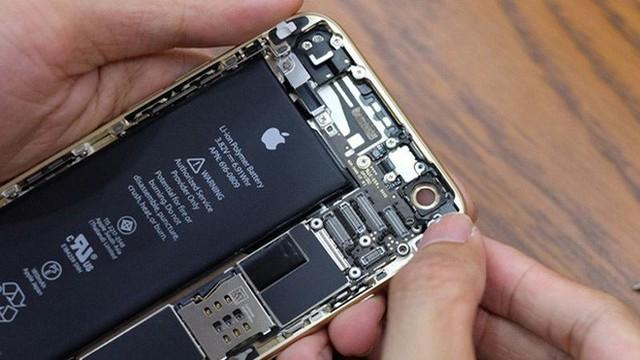 Apple đã thừa nhận hãng chủ động giảm hiệu năng của iPhone khi viên pin của máy bị chai