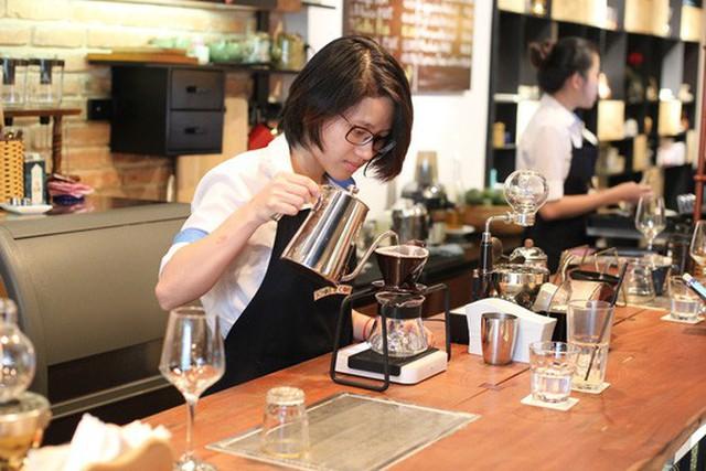 Các chuỗi cà phê xuất hiện ngày càng nhiều dẫn đến lượng cà phê rang xay xuất khẩu cũng tăng đáng kể. Ảnh: HOÀNG TRIỀU