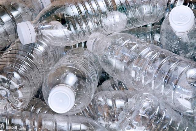 Người Nhật chỉ bỏ chai nước đi khi đã uống hết. Chỉ một hành động nhỏ bé nhưng đã góp phần rất lớn trong việc tiết kiệm chi phí cũng như nước sạch hàng ngày