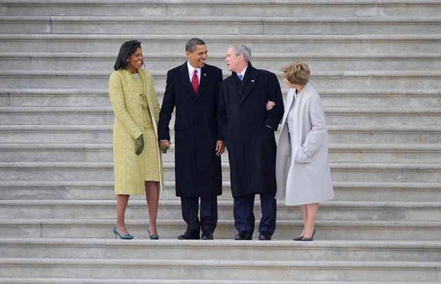 Vợ chồng thống Obama cùng vợ chồng Tổng thống Bush tại lễ nhậm chức của ông Obama năm 2009. Ảnh: Getty.