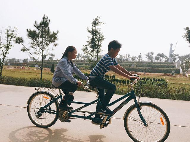 Con trai và con gái cố nghệ sĩ Trần Lập.