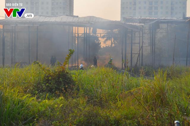 Hà Nội: Cháy lớn tại khu đất 700m2 gần khu biệt thự đường Võ Chí Công - Ảnh 2.