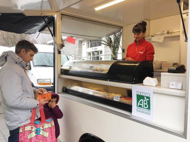 Bán thức ăn trên xe tải giúp Hạnh kiếm được thu nhập khá